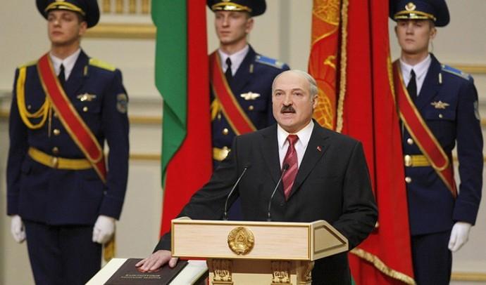 Цей день в історії: Олександр Лукашенко присягнув на вірність білорусам