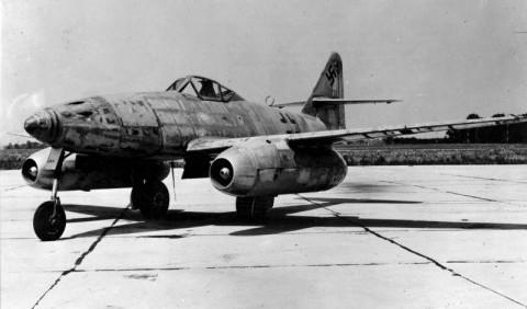 Цей день в історії: В повітря здійнявся перший бойовий літак з реактивним двигуном