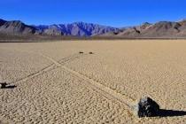 Камені, що «мандрують» Долиною Смерті