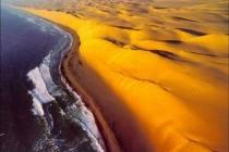 Унікальна пустеля Наміб з «Берегом Скелетів»