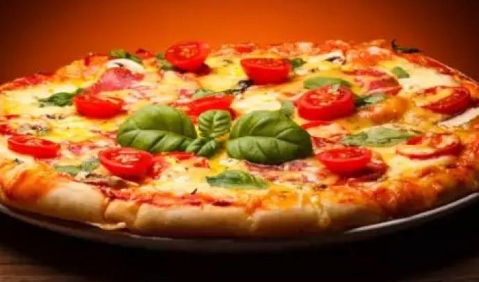 Піца з куркою та грибами