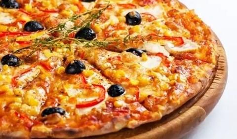 Піца з маслинами та салямі