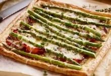 Піца з шинкою та спаржею