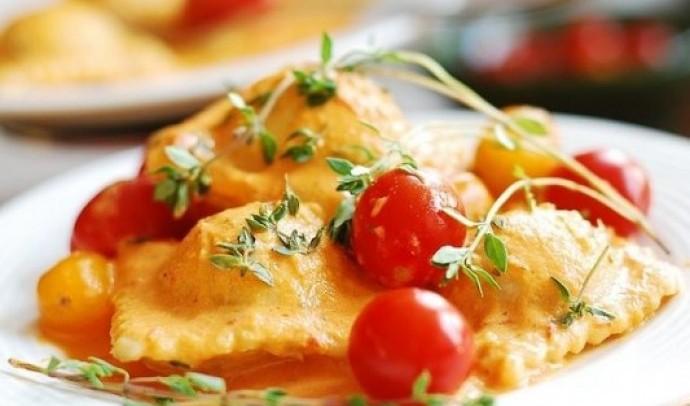 Равіолі з помідорами та сиром