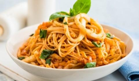 Спагетті з кальмарами