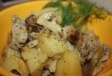 Тушкована свинина з картоплею