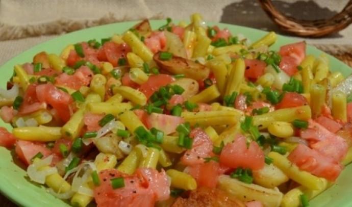 Салат з картоплі та стручкової квасолі